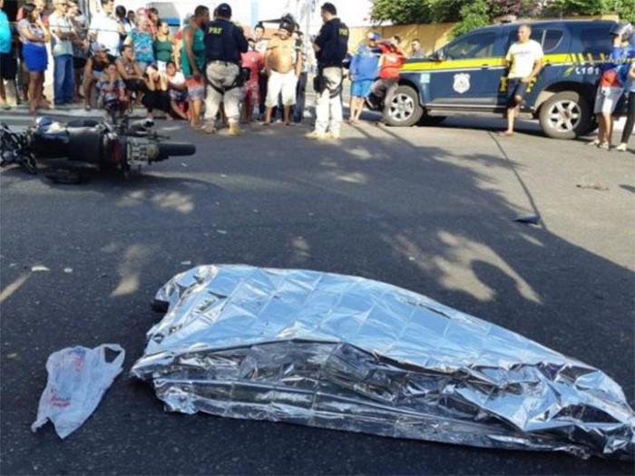 Colisão entre carro e moto deixa uma pessoa morta em Parnaíba