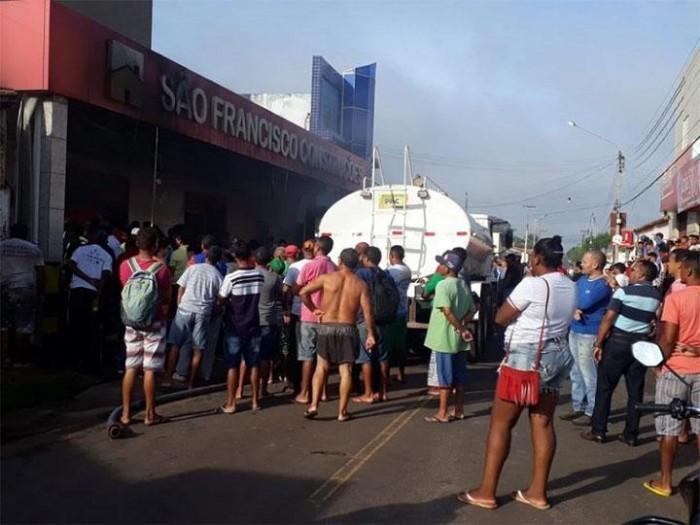 Loja de materiais de construções pega fogo em José de Freitas