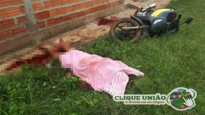 Mulher é morta a facadas na porta de sua casa em União