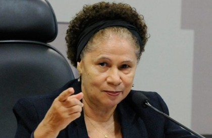 Regina Sousa assume governo interinamente durante férias de W....