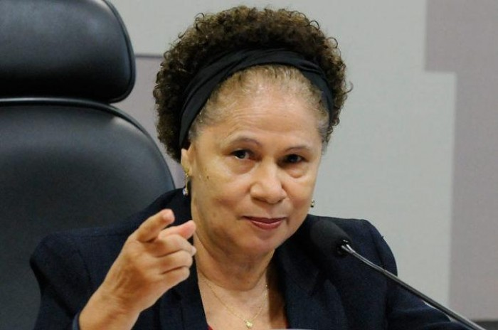 Regina Sousa assume governo interinamente durante férias de W. Dias