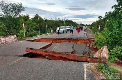 Piracuruca: após chuvas, ponte cede e PI-110 fica interditada