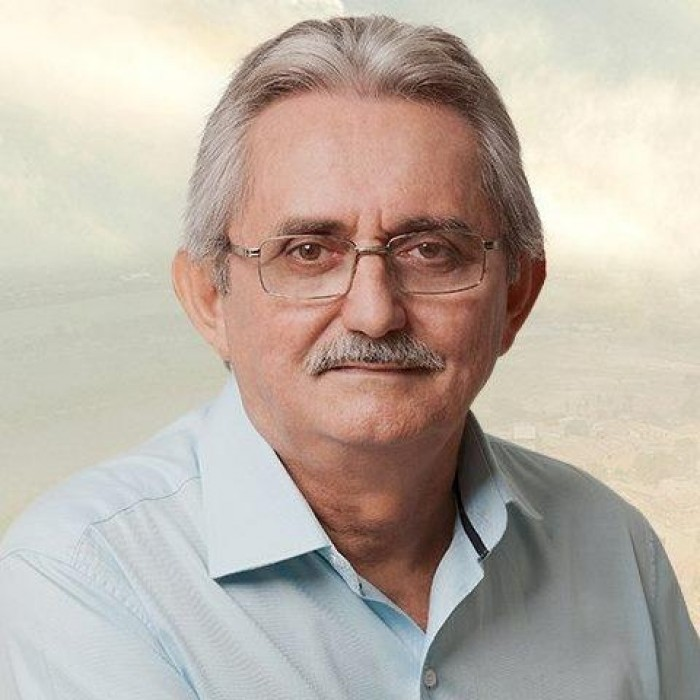 Prefeito Carlos Monte concede aumento salarial para professores