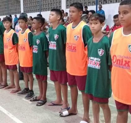 Projeto Escolinha de futebol do Fluminense é...