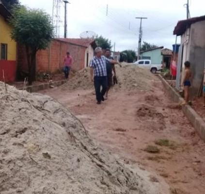 Barras: prefeito Carlos Monte fiscaliza andamento de...