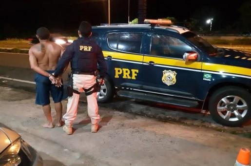 Casal é preso por porte ilegal de armas e dirigir alcoolizado na BR 343