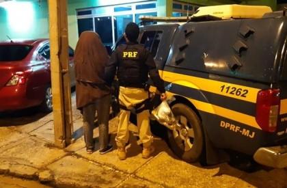 Mulher é presa com drogas dentro de ônibus coletivo na BR 343
