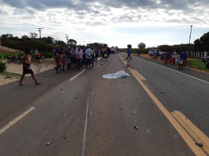 Colisão entre carro e motocicleta deixa duas pessoas mortas no PI