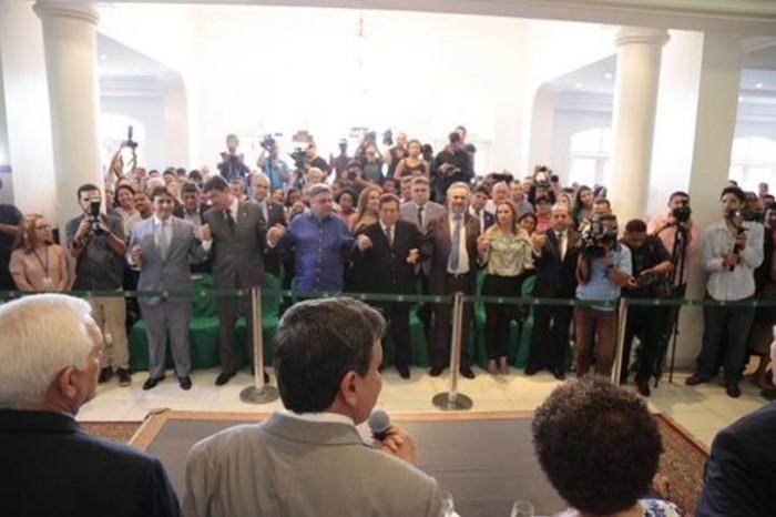 Governo: nova equipe de secretários é empossada no Palácio de Karnak