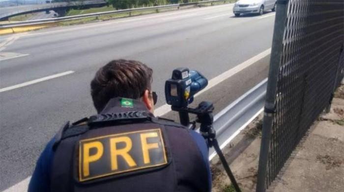Homem é preso por dirigir alcoolizado e desobediência na BR 343