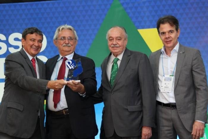 Prefeito de Barras é premiado com troféu Prefeito Empreendedor