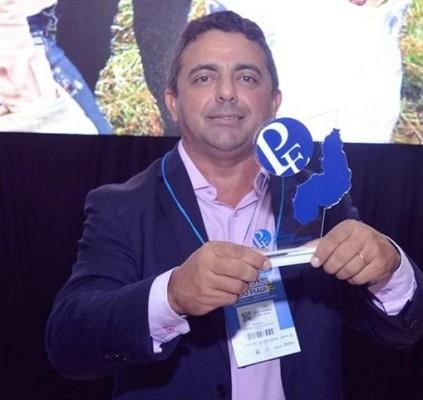 Professor Ribinha conquista prêmio Prefeito Empreendedor do...