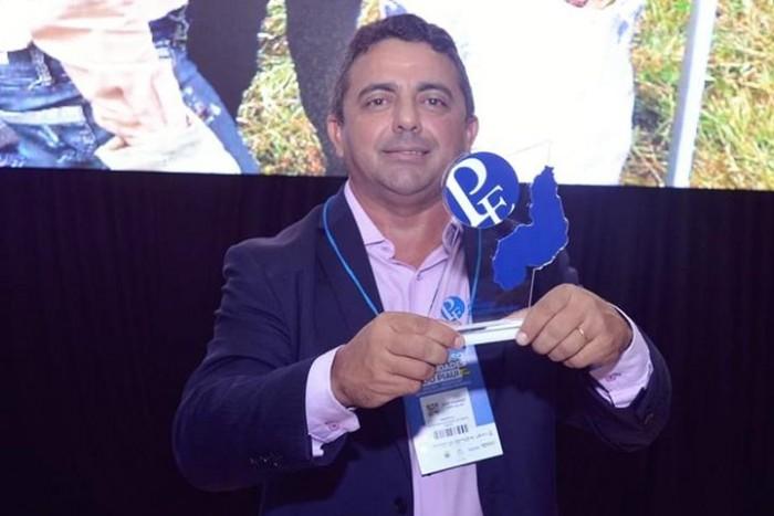 Professor Ribinha conquista prêmio Prefeito Empreendedor do Sebrae