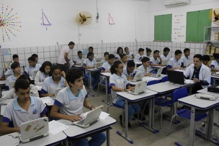 Professores aprovados no processo seletivo para professor efetivo são convocados