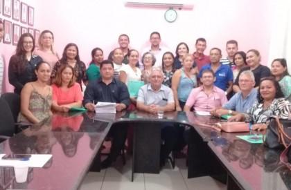 Concurso: Prefeito de Barras empossa 24 pessoas para o...