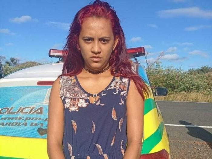 Mulher é presa levando drogas dentro de ônibus na PI-143