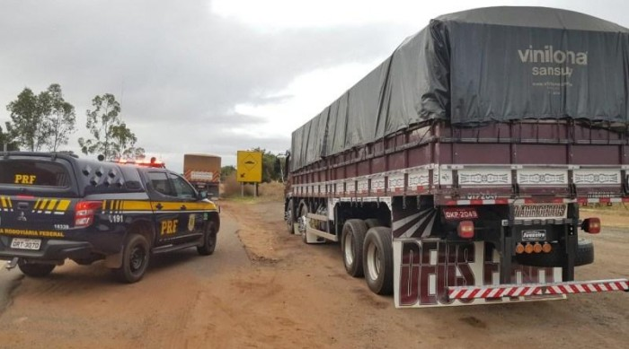 PRF apreende veículo com madeira sem nota fiscal e sem licença ambiental