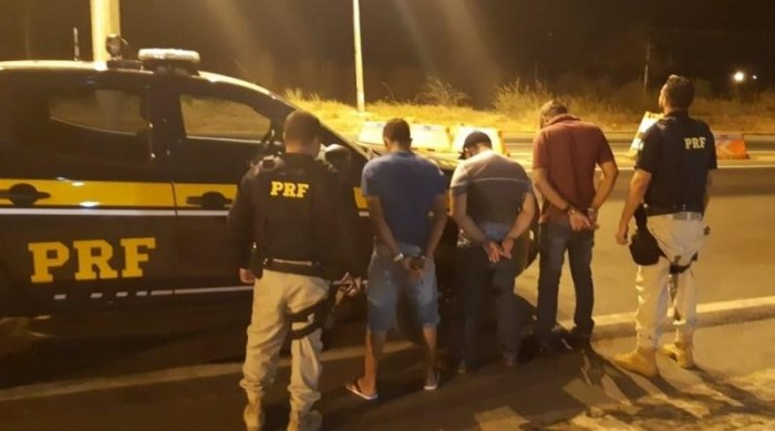 PRF recupera automóvel e prende quadrilha de roubo de veículos na BR 316