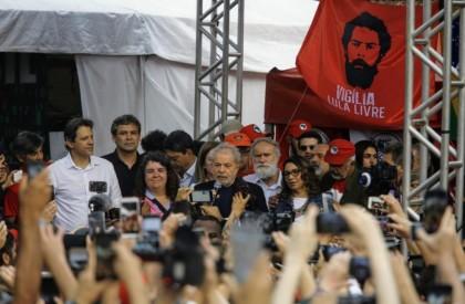 Após mais de um ano preso, ex presidente Lula...