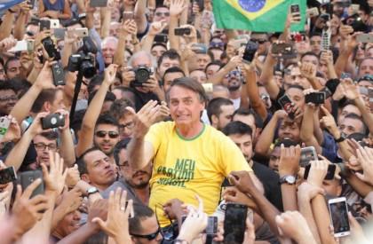 Campanha de Bolsonaro teve 11 milhões de santinhos sem...
