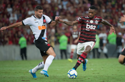 Flamengo e Vasco empatam em partida com 8 gols