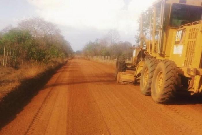 Prefeitura de Campo Maior realiza melhorias em estradas na região dos Corredores