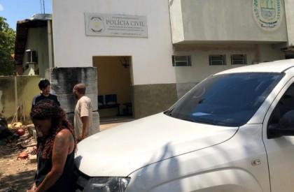 Homem é preso por se masturbar para crianças na frente de escola