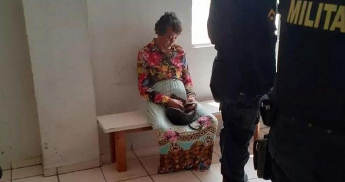 Homem se veste de mulher, finge ser a mãe em exame no Detran e é preso
