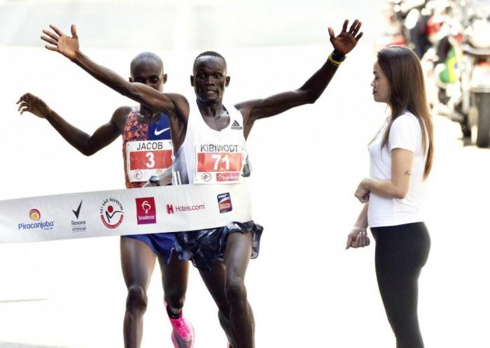 Queniano vence São Silvestre em ultrapassagem espetacular