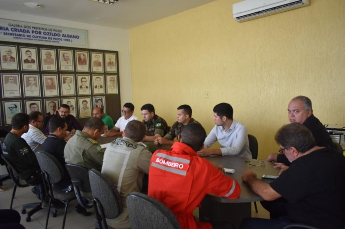 Prefeitura de Picos discute ações preventivas para minimizar efeitos das chuvas