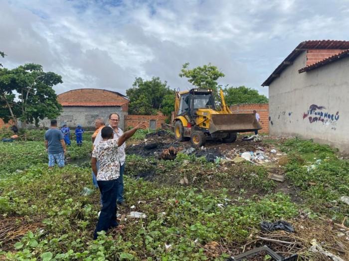 Prefeitura gasta cerca de R$155 mil por mês para limpar bueiros e galerias