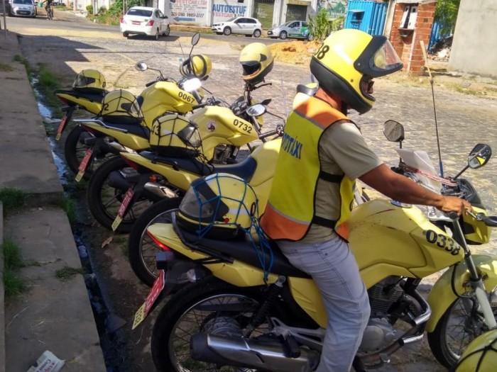Strans solicita que mototaxistas com licença irregular renovem alvará
