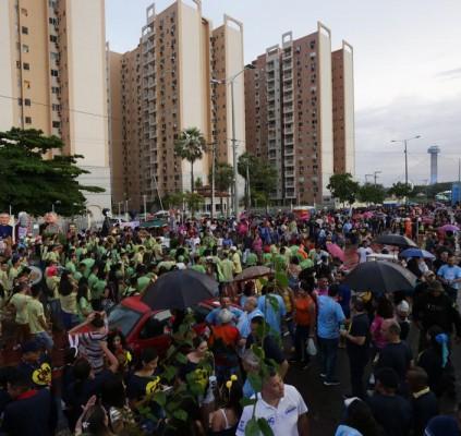 Corso 2020: Foliões fazem a festa na...