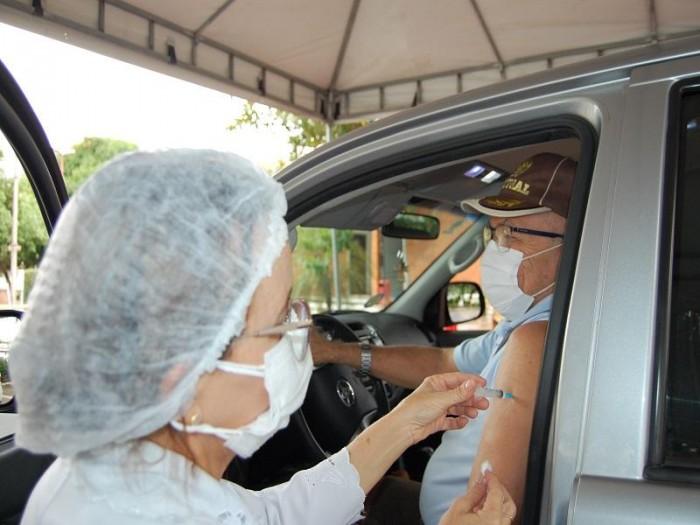 Covid-19: Vacinação de idosos de 64 anos acontece na terça (27) e quarta (28)