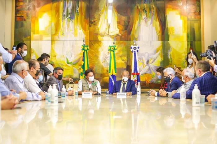 Ministro da Cidadania João Roma chega a Teresina e é recepcionado por Dr. Pessoa