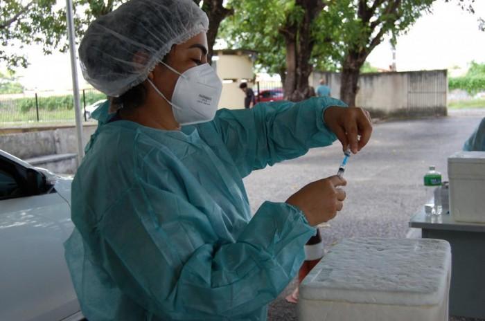 Teresina inicia vacinação de pessoas de 50 a 54 anos com comorbidade