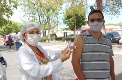 Piauí inicia distribuição de vacinas para imunização da população...