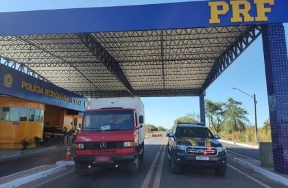 Caminhoneiro é preso pela PRF com caminhão clonado no sul do PI
