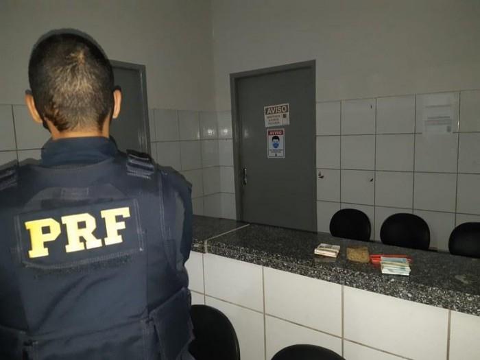 Empresário é autuado pela PRF por porte de droga pra consumo na BR 343