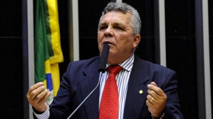 Aliado por 40 anos, Fraga abandona Bolsonaro após morte da esposa por covid